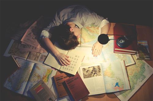 trẻ bị stress do học quá nhiều
