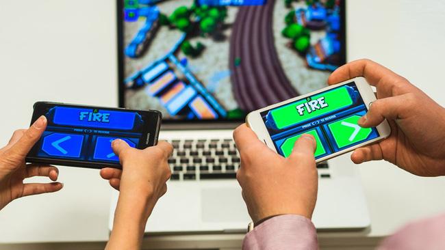 các thiết bị điện tử đang có tác động tiêu cực đến sự phát triển của trẻ
